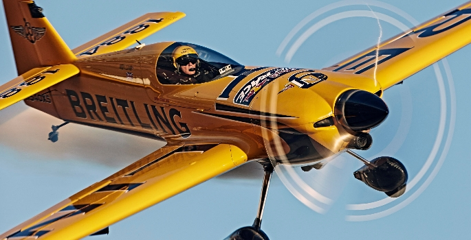 nigel-lamb-in-action-in-the-red-bull-air-race-world-championship-1429097365