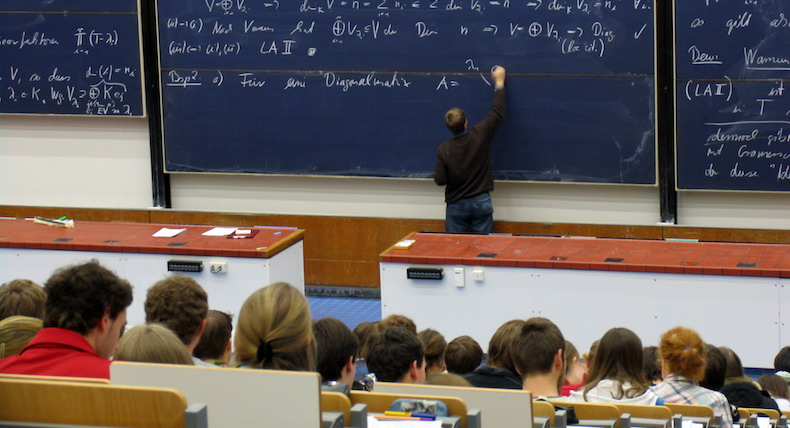 Is it time for the university lecture to evolve?
