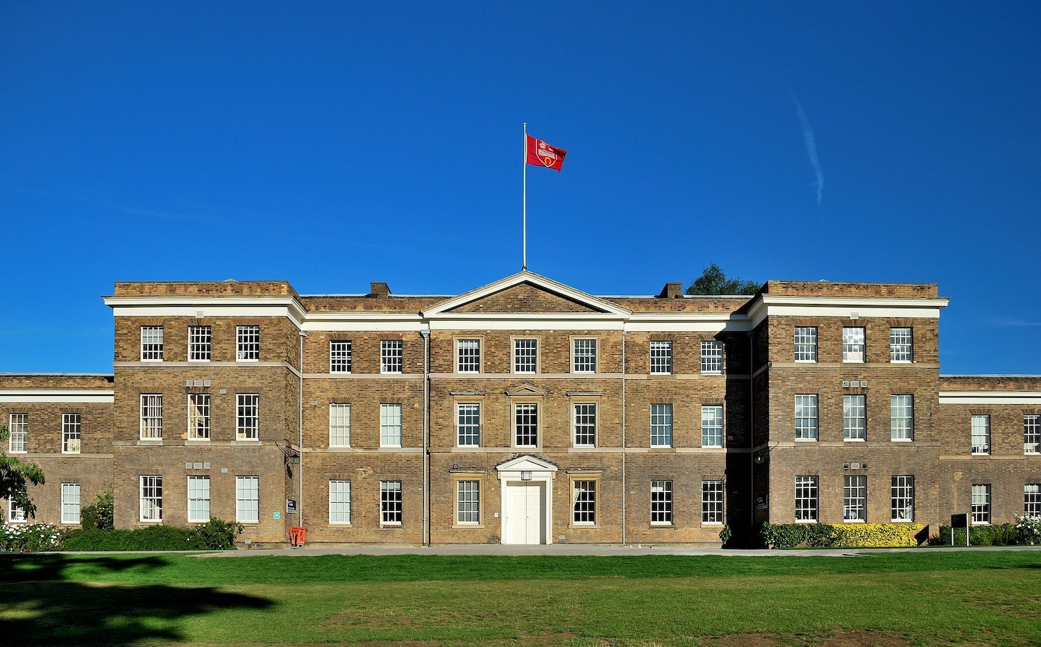 2048px-Fielding_Johnson_Building,_University_of_Leicester